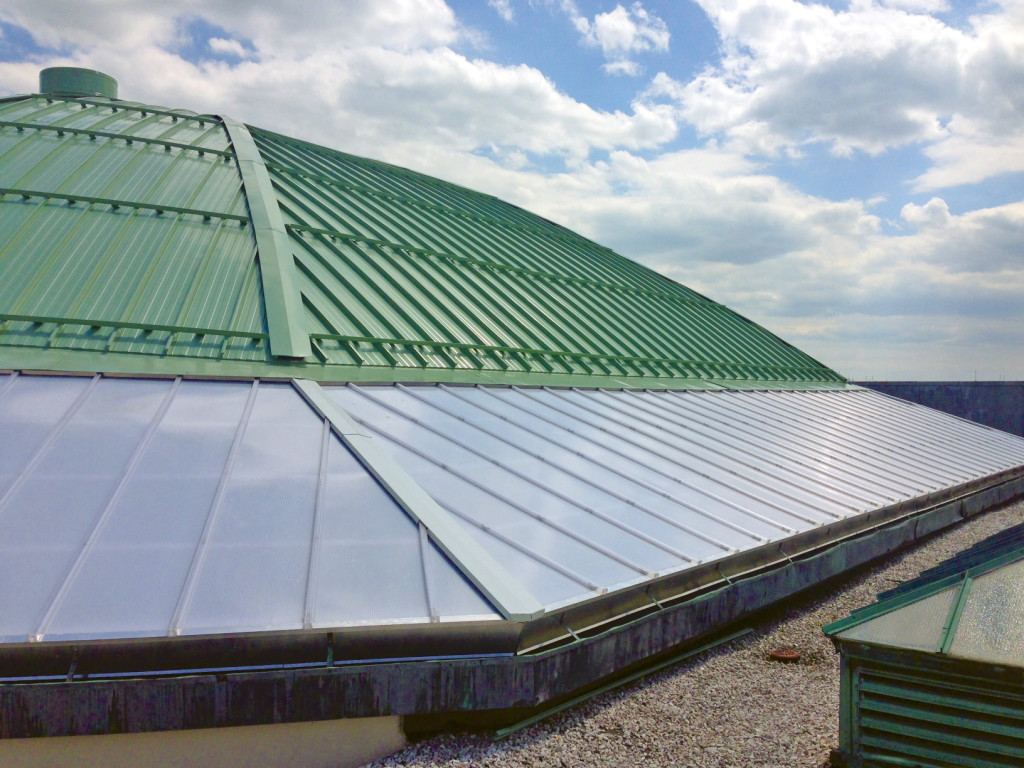 Casino Exterior - 20mm Horizon Standing Seam Multiwall Polycarbonate Lean-To